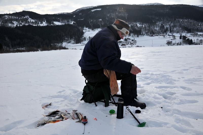 VM (vossamesterskap) i isfiske 2010, på Vangsisen. Vossamester Rune Gudvangen...