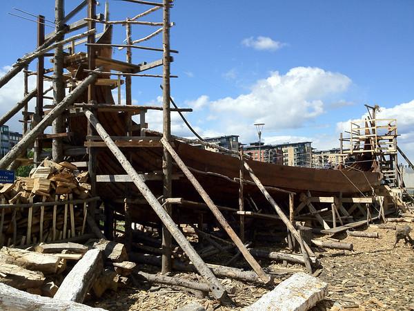 I Tønsberg bygger flinke karar ein eksakt kopi av Osebergskipet. Skal sjøsettast 20.Juni med Kongen til stades.
