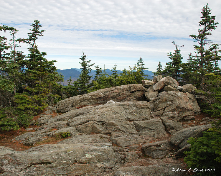 The open rocky summit of Sandwich Dome