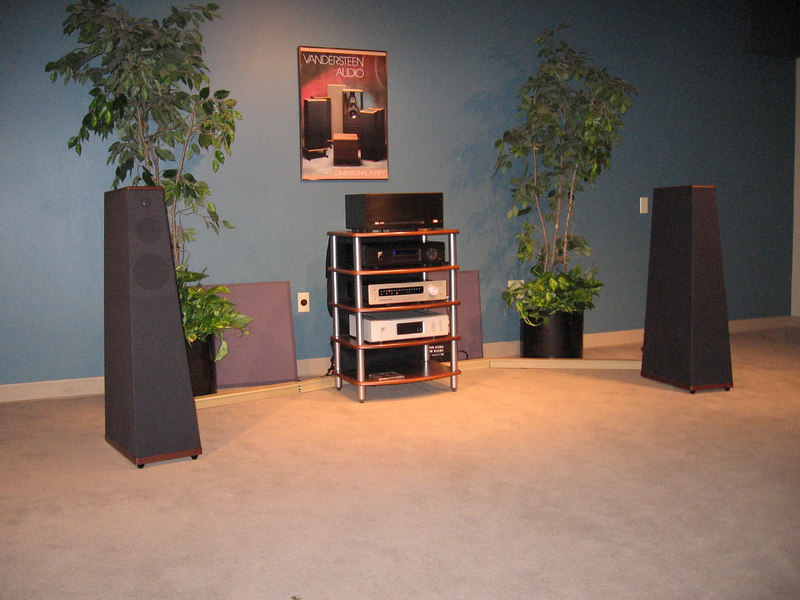 The Quatro with the following associated equipment: Bel 1001 stereo amp, Sutherland preamp, Ayre universal player.