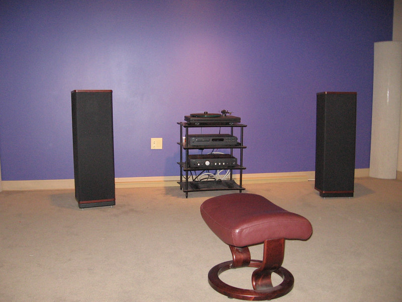 """The baby of the Vandersteen line: The 1C. This is high end sound for for under $1K. Most speakers in this price range are frequency-limited mini-monitors, but this one is a full range incorporating an 8"""" woofer and a 1"""" metal dome tweeter in a time aligned configuration. I own a pair, and in my opinion, this speaker combined with a $399 NAD integrated, a $299 NAD CD player, and modestly priced cables makes one of the best under $2K high end systems available."""