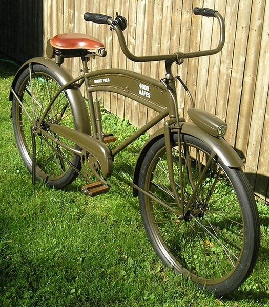 "OWNER Rodger Armbrust<br /> <br /> Year:  1944     Brand:  Dayton     <br /> Manufacturer:  Huffman Mfg. Co. <br /> <br />  <a href=""http://www.nostalgic.net/bicycle537.htm"">http://www.nostalgic.net/bicycle537.htm</a>"