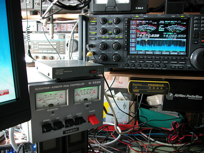 On the left: the Yaesu AZ/EL rotor-controller, and on top of it the Yaesu RS232b interface that translates the software commands into AZ/EL rotor movements. I even made a remote control (RF based) so that I can move the antenna while I'm not in the shack, but next to the antenna's in the backyard...