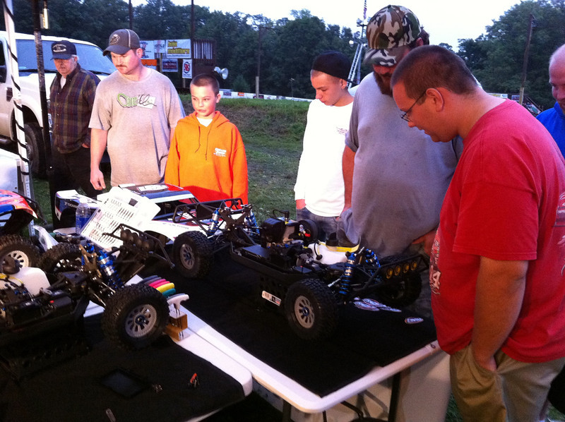 Happy onlookers checking out the Losi 5IVE-T 4WD