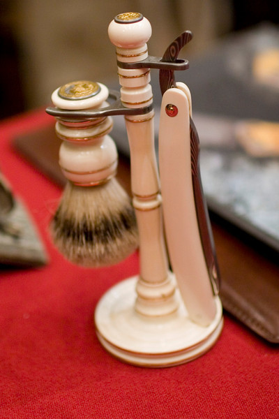 A very impressive shaving set Aad van Ryswyk / AVR Knives.
