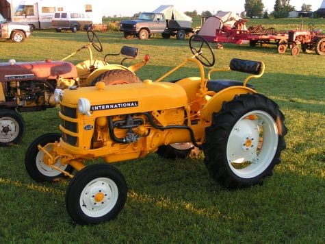 Farmall Cub Loboy, late 50s. Uploaded from farmallcub.com photo gallery.