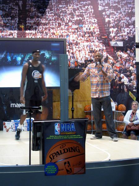 Kenny Smith demoing NBA Baller Beats