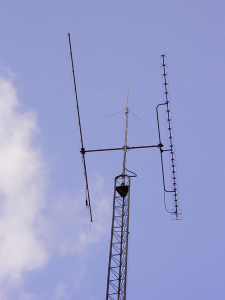 This is what it looked like before adding the Hazer and Hard lines, a clean looking installation but very difficult to access the antennas.