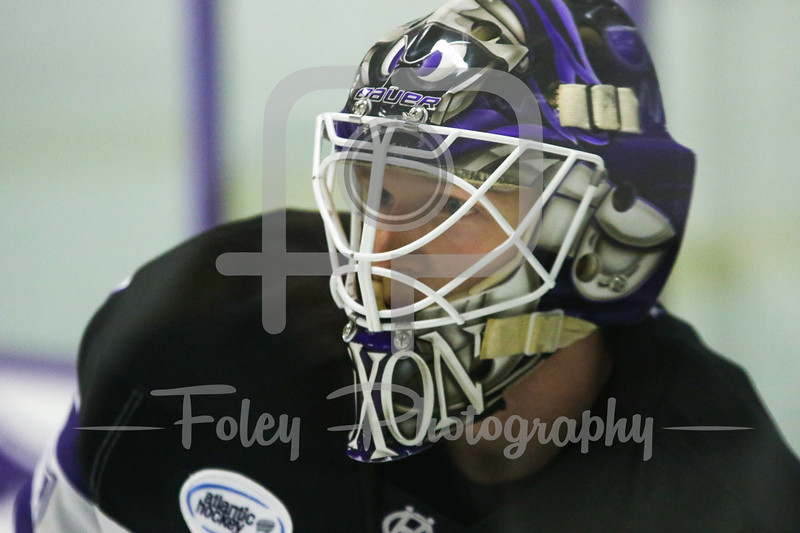 Holy Cross Crusaders goalie Tommy Nixon (1)