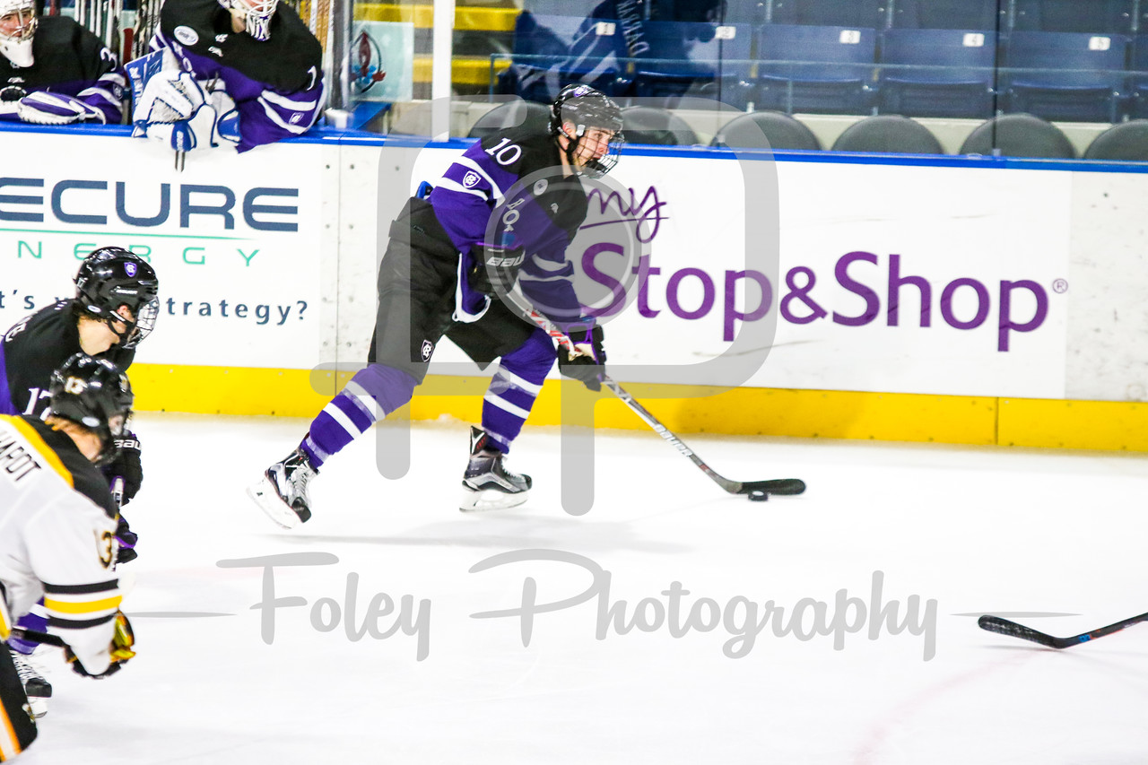 Holy Cross Crusaders forward Kevin Darrar (10)