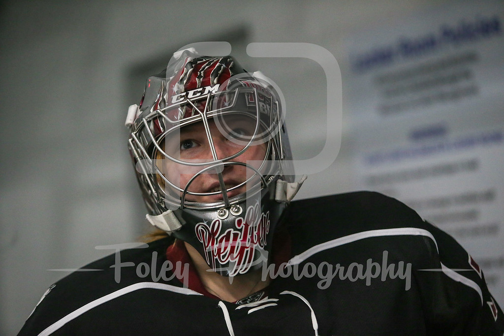 SUNY-Potsdam goalie Alexa Pfeiffer (30)
