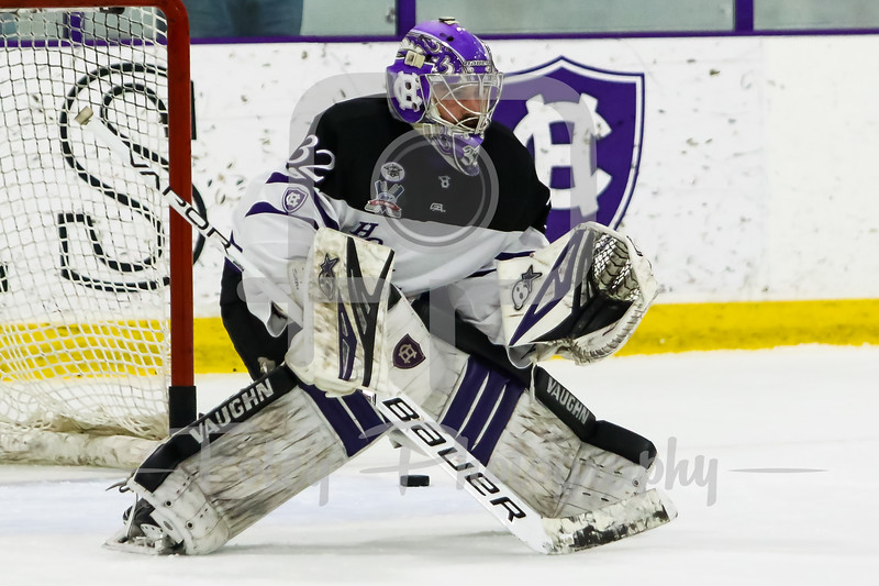 Holy Cross Crusaders goaltender Jack Parsons (32)