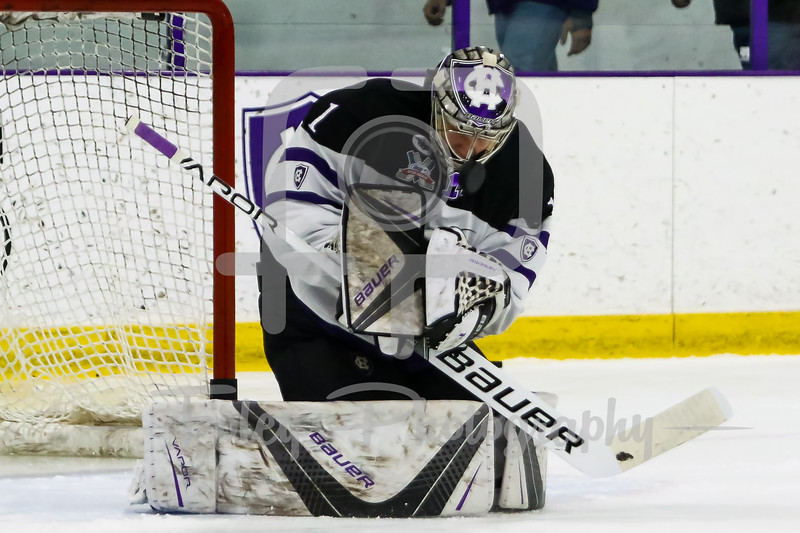 Holy Cross Crusaders goaltender Tommy Nixon (1)