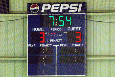When the photographer arrived in Tonawanda, it was already 3-3 in the 2nd period.