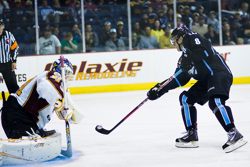Milwaukee Admirals #8 Ryan Thang releases a shot in the shootout