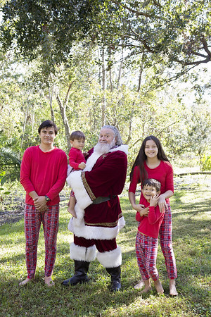 Santa Mini Sessions 2017: Aidan, Mairin, Kieran, Rian, and Santa!