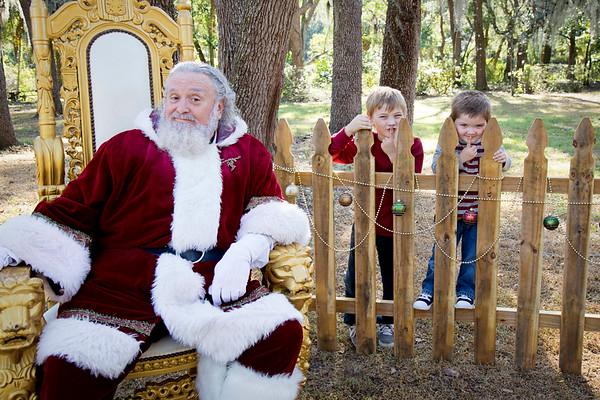 Santa Mini Sessions 2017: Finnley, Liam, and Santa