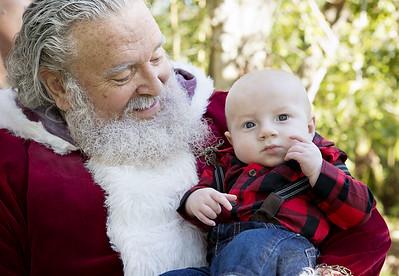 Santa Mini Sessions 2017: Hailey, Sebastian, and Santa!