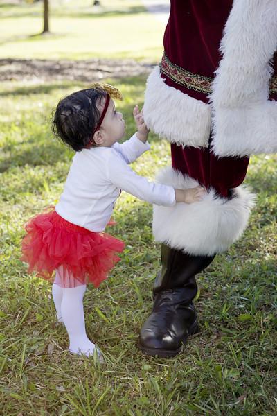 Santa Mini Sessions 2017: Tati and Santa!