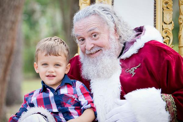 Santa Mini Sessions 2017: The Frank Family and Santa!
