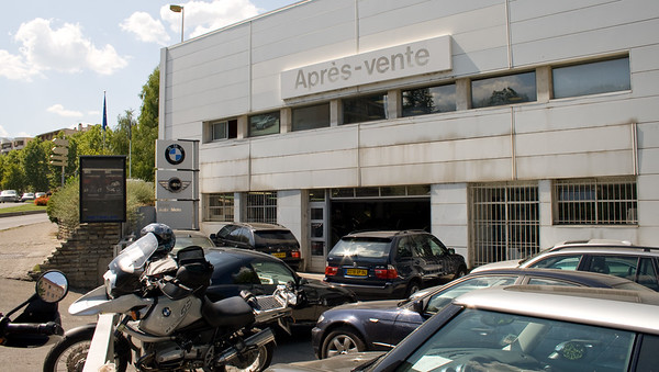 BMW dealership in GAP - yes, they had a batterie for my bike, but nobody spoke any single word in any language but french. Aaaarggh!