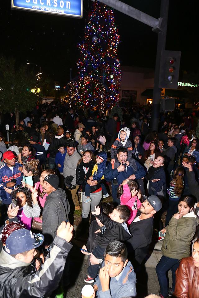 2016 City of Paramount Tree Lighting