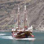 """The """"Flipper Uno"""" tour boat"""