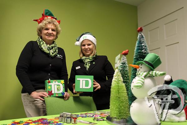 Td Bank Christmas Eve Hours.Td Bank Kids Crafts Piggy Banks And Snowflakes
