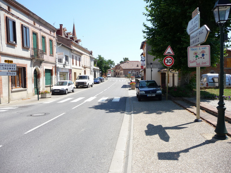This is the entire town of Saint-Lys. We where hoping to eat lunch here, but we arrived at 12:35, and turns out the whole place shuts down from 12:30-4:00 every day. No food for us!