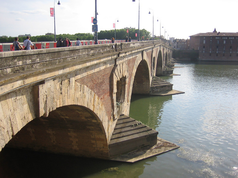 Toulouse has lots of cool old bridges.