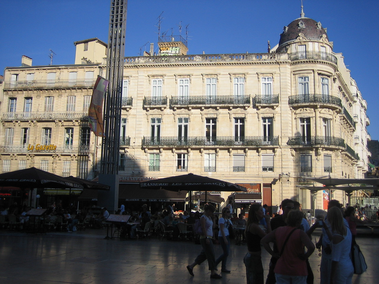 The main square in the Comedy is lined with restaurants and cafes with patios. While you eat on the patios, street entertainers perform for you.