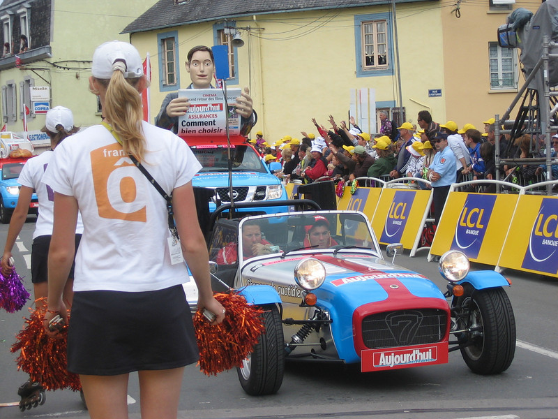 The Aujourd'hui car drove around town all morning passing out Tour de France newspapers.   The France O girls handed out pompoms of all colours.