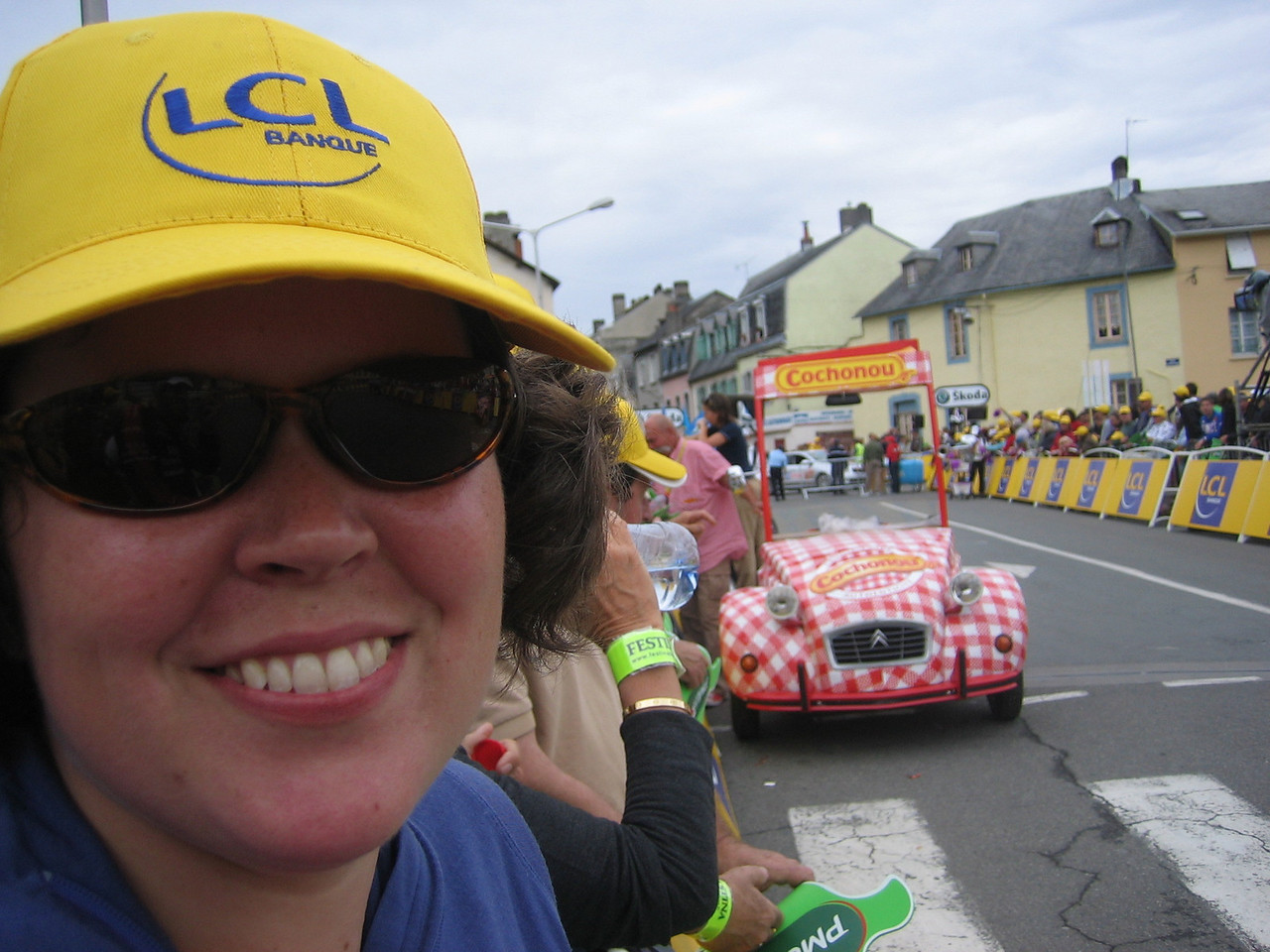 Katie, styling her new LCL hat. It's a bit of a competition between sponsors to get as many people as possible wearing their hats. Particularly in the sprint section of the finish where there will be lots of cameras.