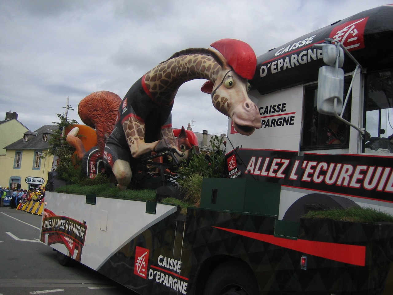 The Caisse D'epargne cycling giraffe?