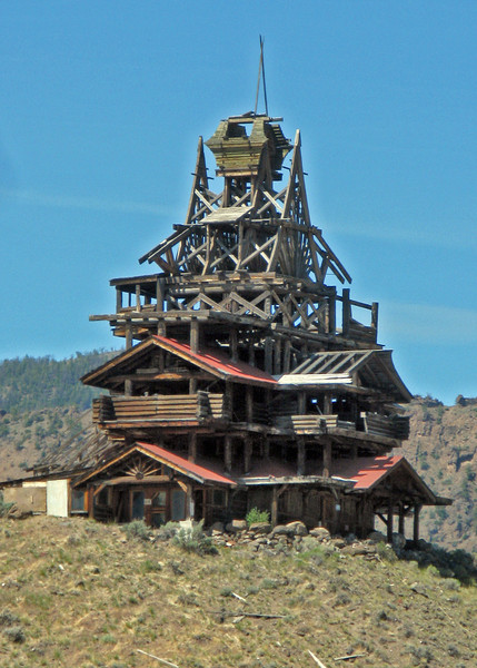 This structure was on the side of the road to Yellowstone near where we were staying. I'm not sure if it was a dwelling or a very large sculpture ...a kind of temple referencing western log cabin structures.