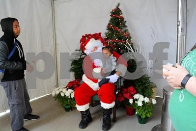 12/10/16 FRESH Hosts Breakfast With The Grinch & Photos With Santa by Tara Lupi