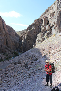Hiking into Owens river gorge Bishop Photo By Chris Pegelo