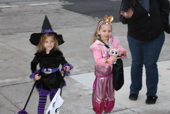 '16 Chardon Halloween Set A