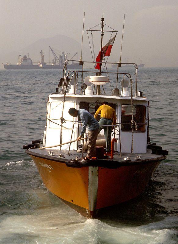 hong kong - boat following ferry