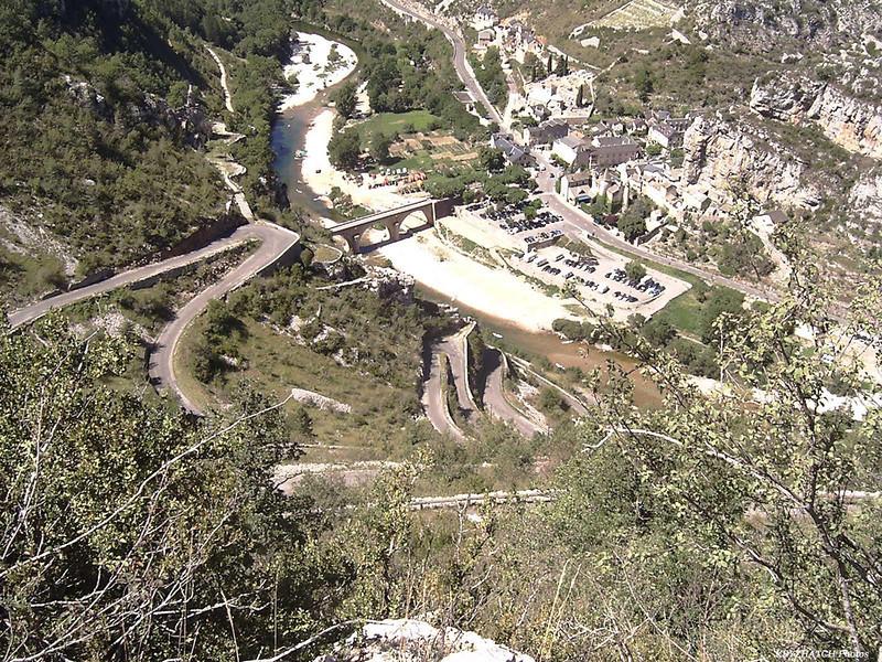 La MALENE (12) depuis la Route D43 montant dans le Causse MEJEAN