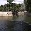 NIMES (30) - Jeux d'eau dans un bassin