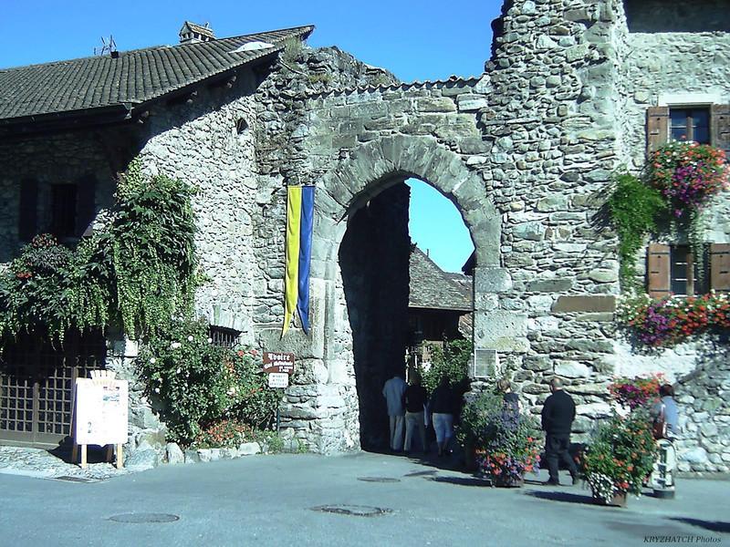 Porte d'accès à YVOIRE (74)