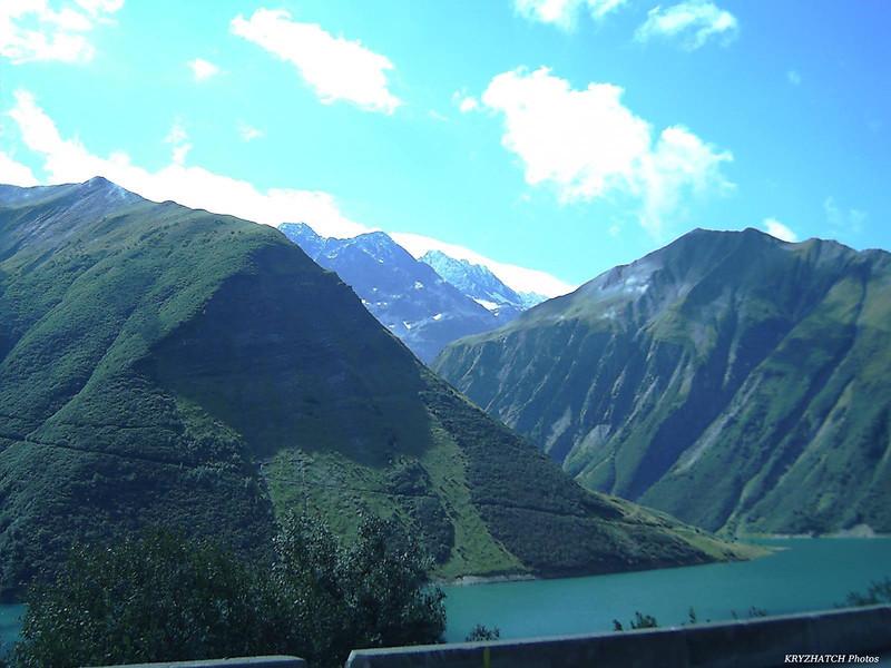 Reteneu d'eau de Grand MAISON et le massif des Grandes Rousses
