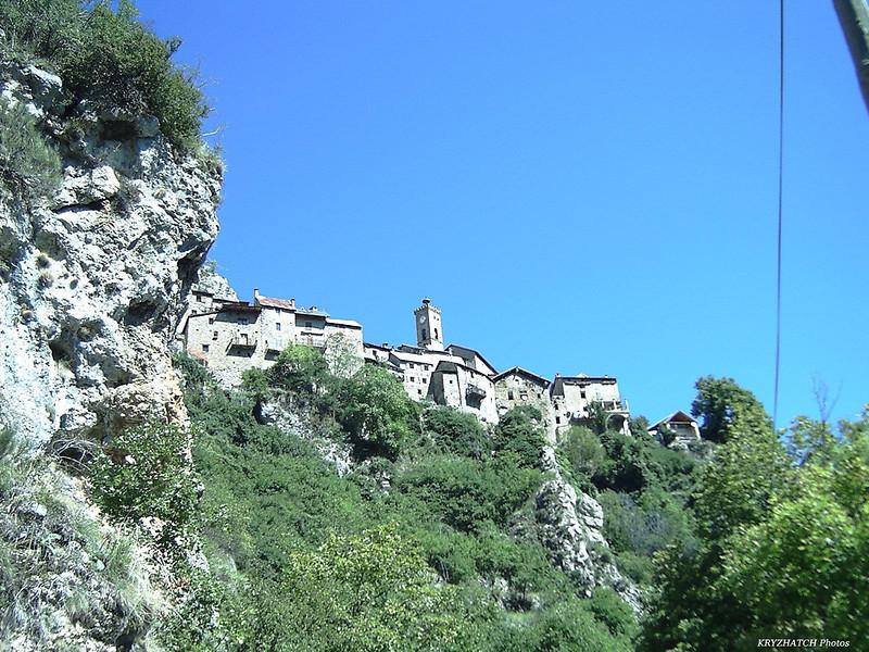 Village perché de ROUBION (06)