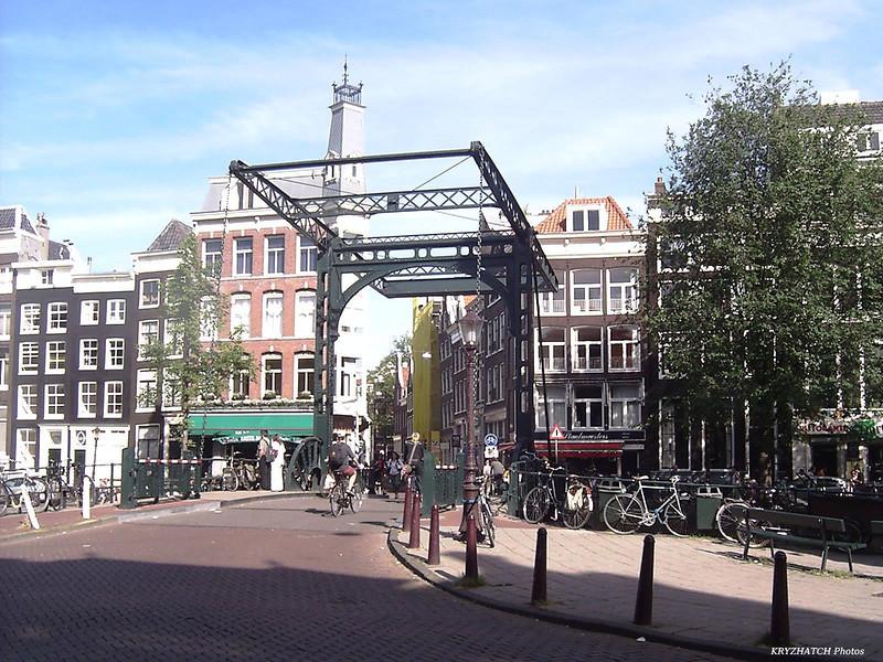 AMSTERDAM - Pont levant sur canal