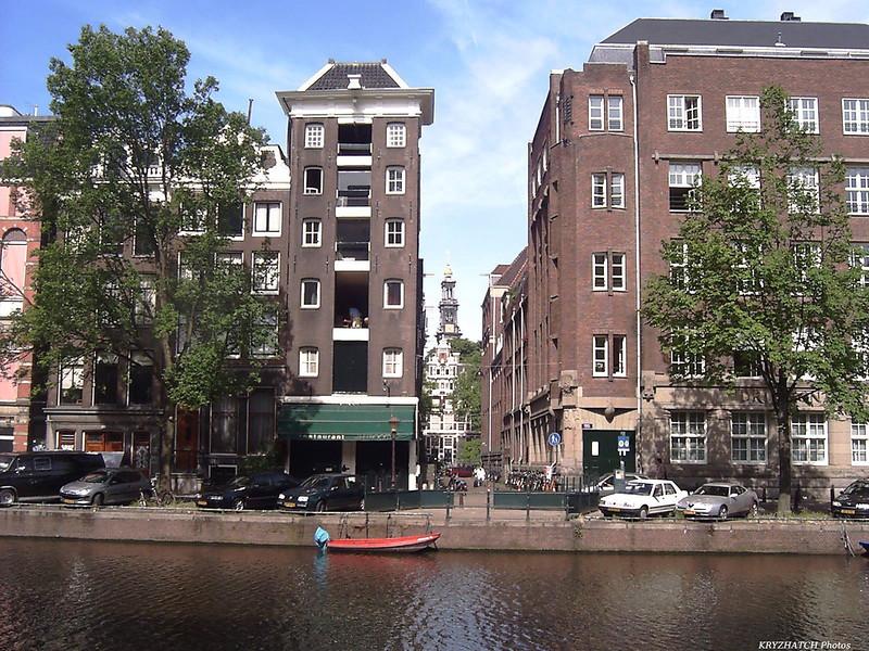 AMSTERDAM - Façades sur canal et rue transversale