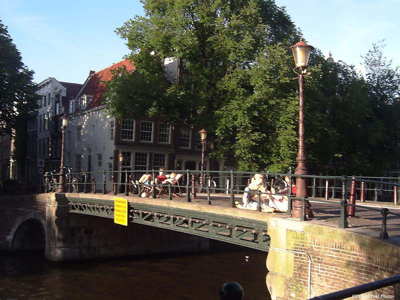 AMSTERDAM - Pont sur canal devant l'hôtel