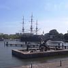 AMSTERDAM - Statues devant navire AMSTERDAM