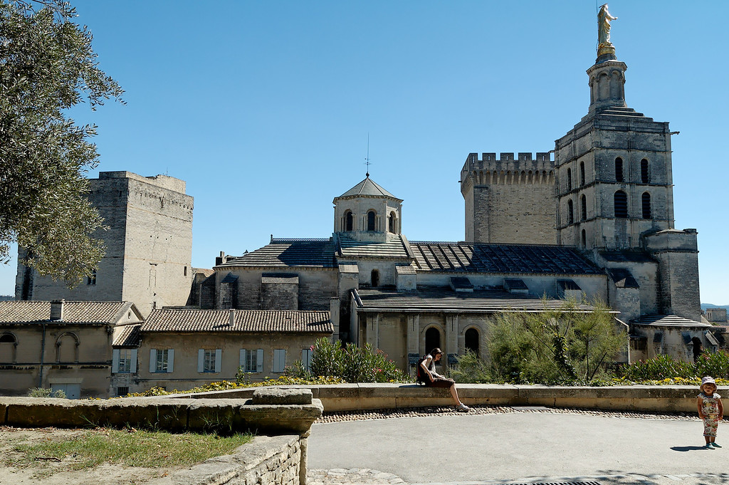 Notre Dame des Doms et le palais des papes