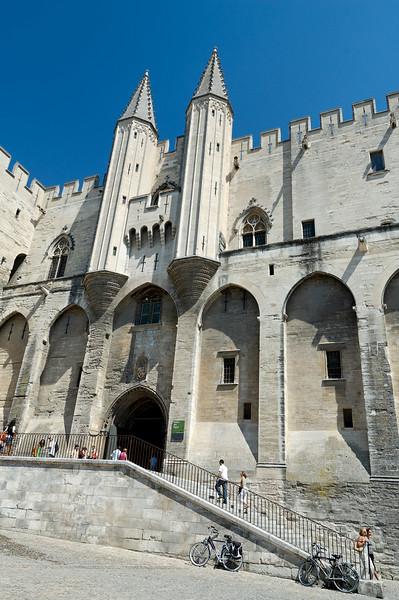L'entrée principale du palais des papes